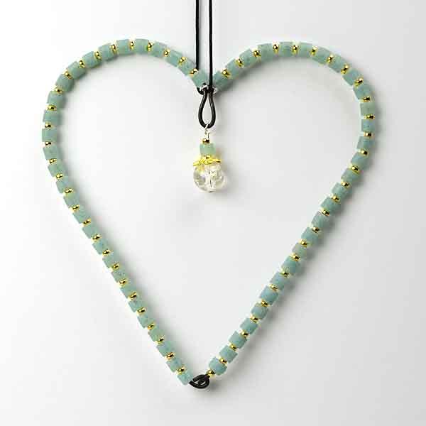 Hjerte i tråd og genbrugsperler fra Keramikkat.