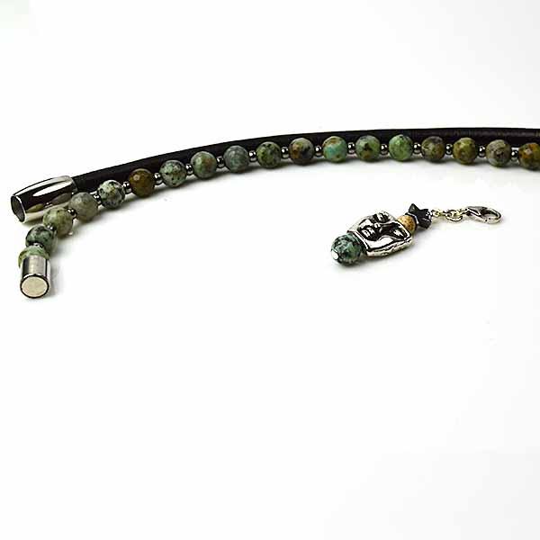 Afrikansk Turkis og sort læderarmbånd.