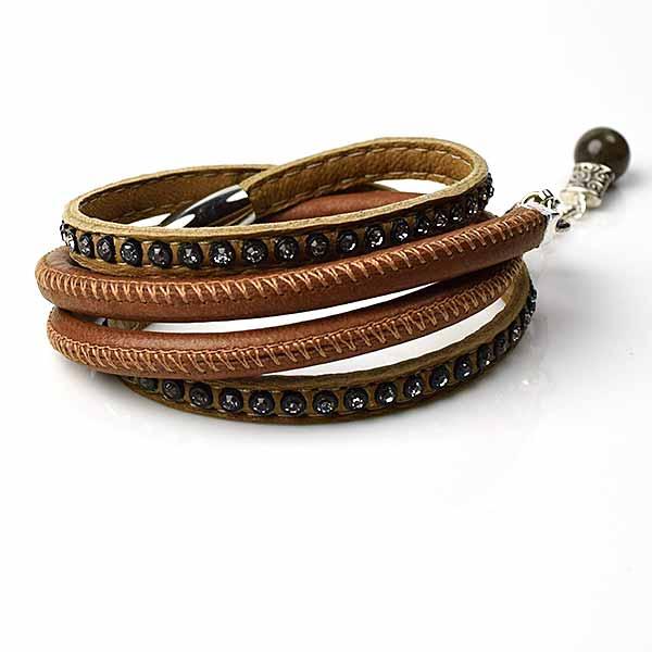 Armbånd i læder, genbrugsglas og andre materialer